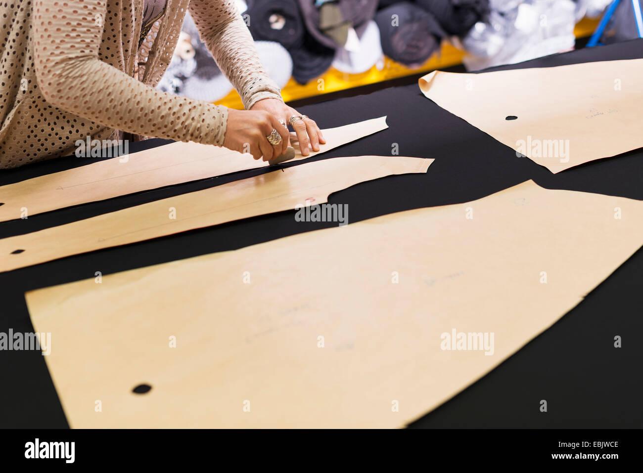 Tavolo Da Lavoro Per Sartoria : Arredamento negozio a tuoro merceria effe arredamenti