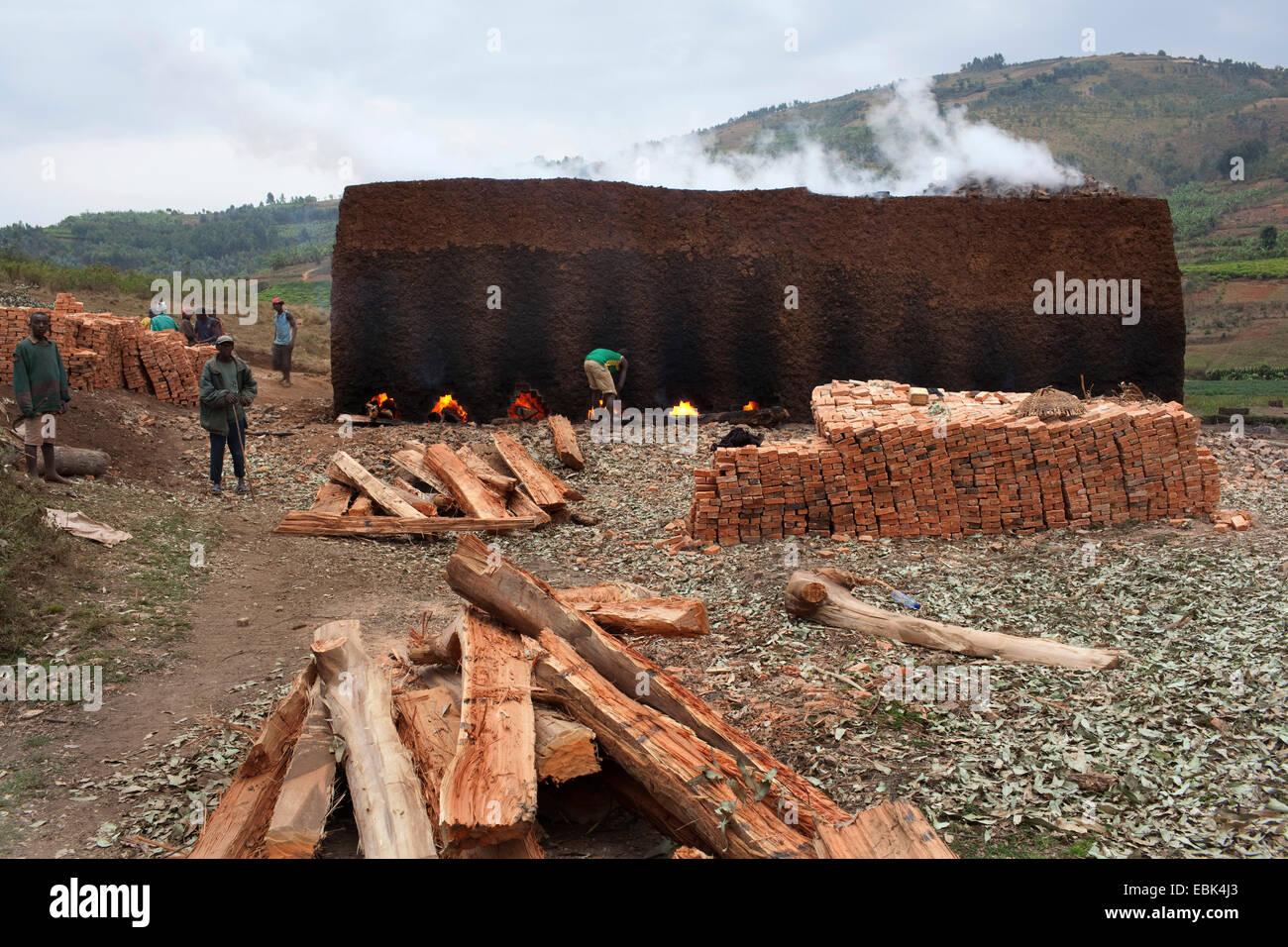 Mattone tradizionale forno per mattoni di argilla, Burundi, Karuzi, Buhiga Immagini Stock