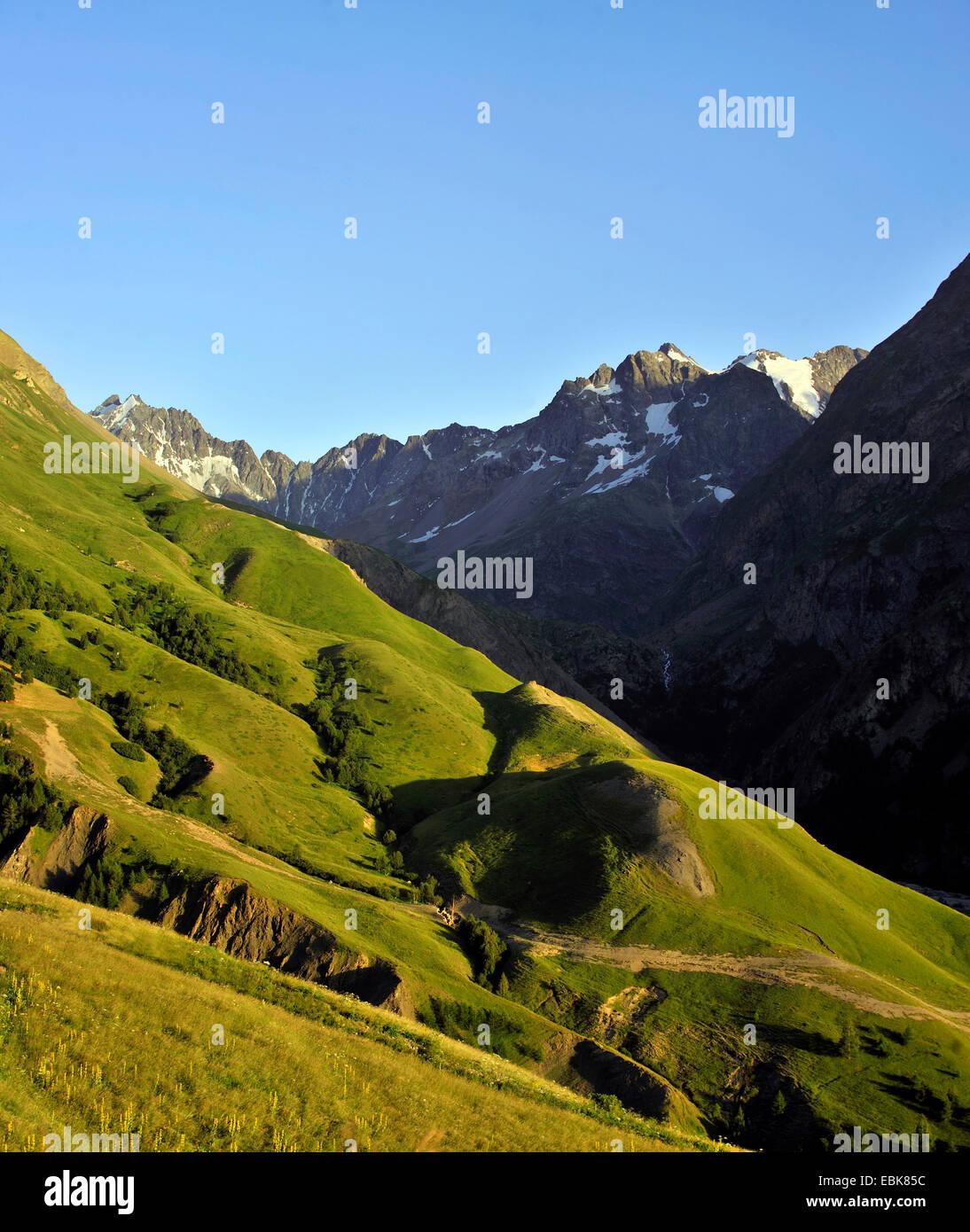 Montagne des Agnelli (3664 m) e del Lautaret pass presso l'crins National Park, Francia, Isre Immagini Stock