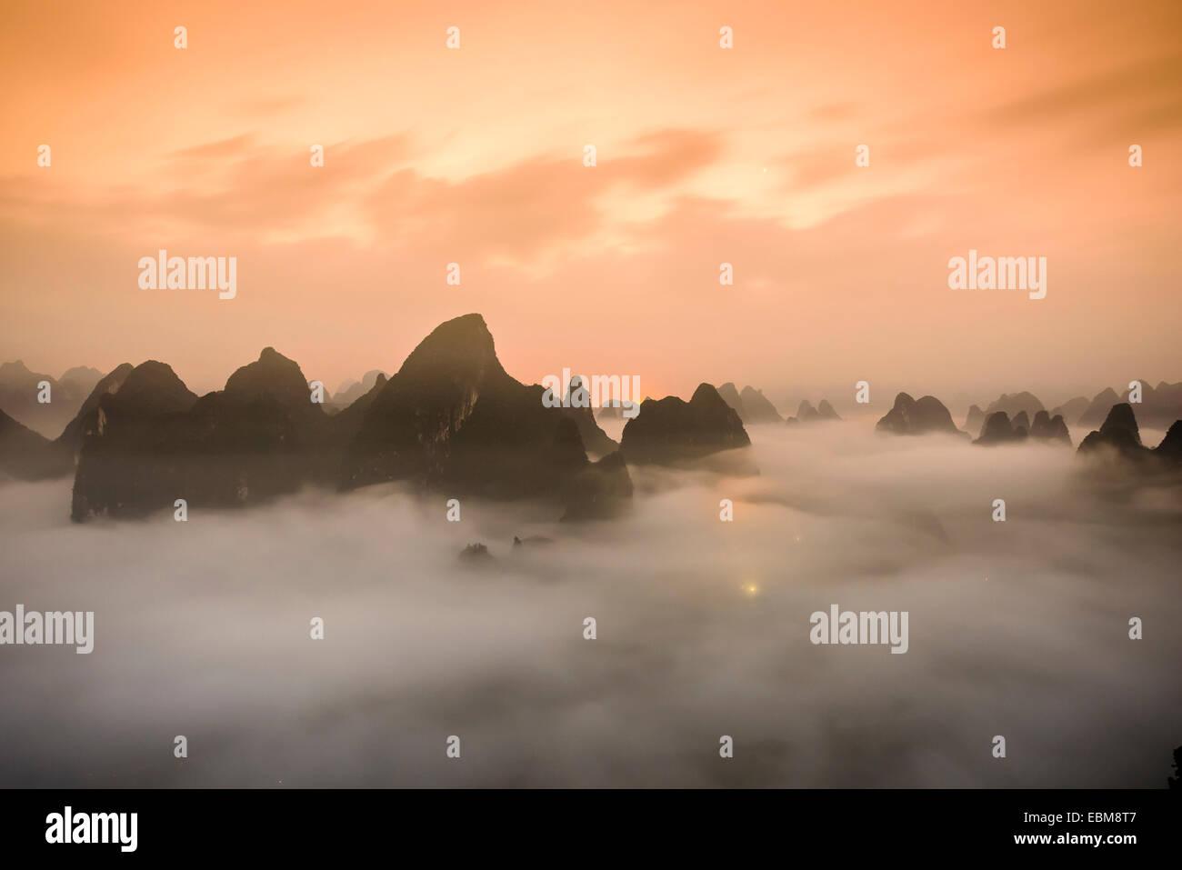 Montagne carsiche di Xingping, Cina. Immagini Stock