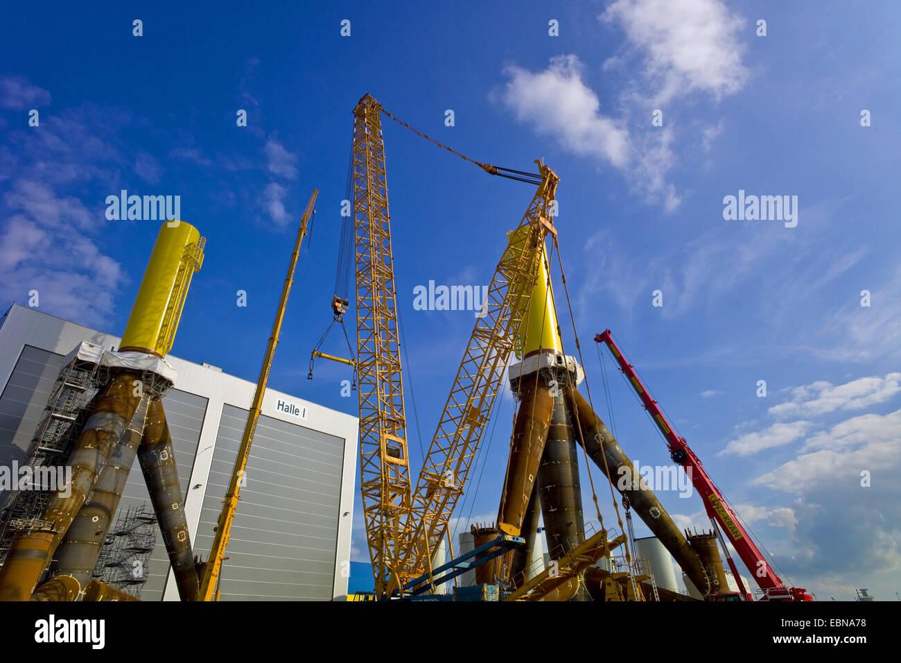 Fabbricazione di treppiedi per le turbine eoliche, Germania, Bremerhaven Immagini Stock
