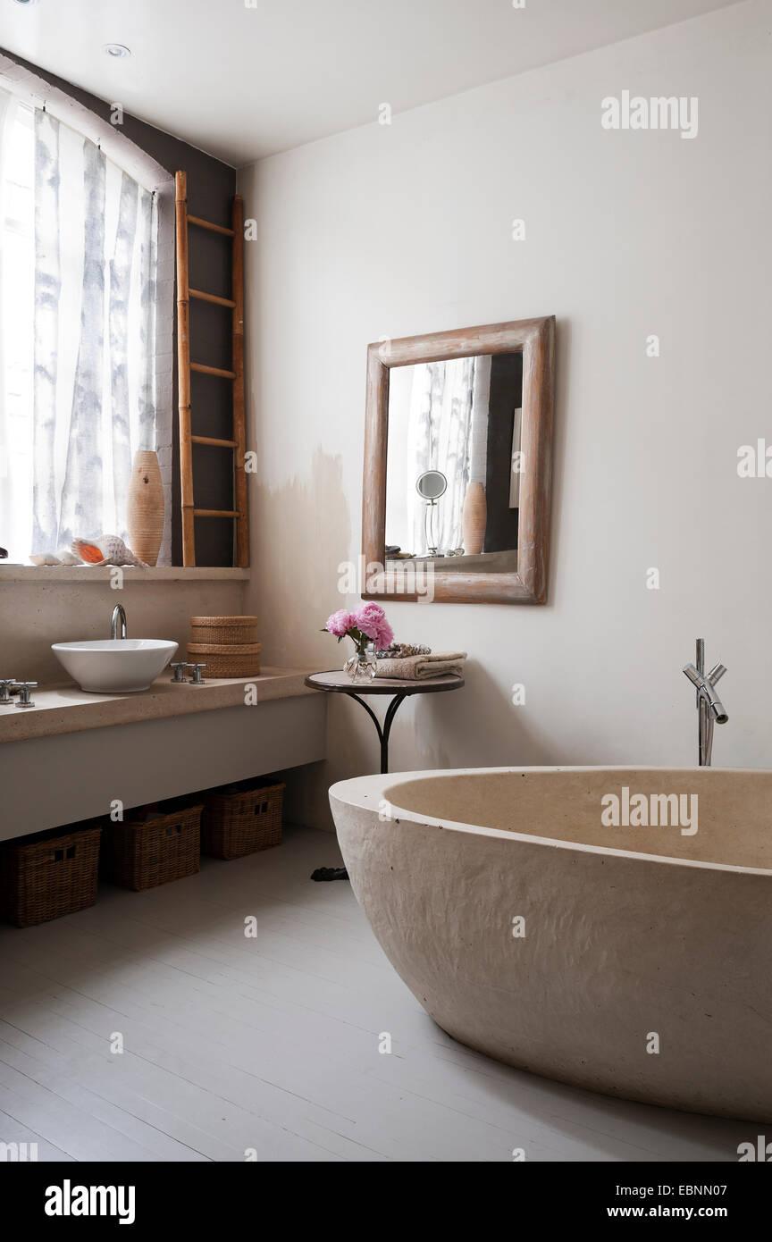 Ikea persiane in bagno con vasca in cemento il pavimento - Vasca da bagno in cemento ...