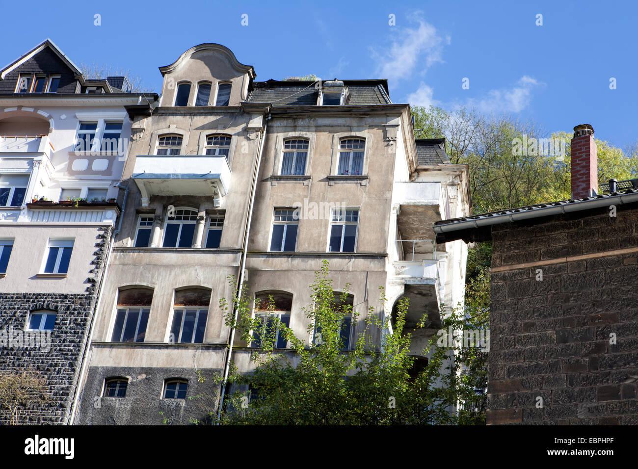 Edificio residenziale, Altena, Lennetal, Maerkischer Kreis, Sauerland, Renania settentrionale-Vestfalia, Germania, Immagini Stock