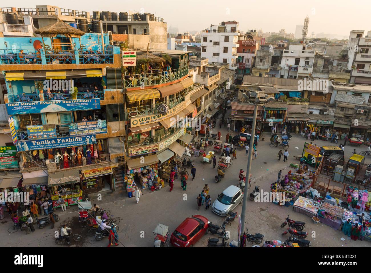 Elevato angolo di visione della trafficata Paharganj Bazaar New Delhi India Immagini Stock