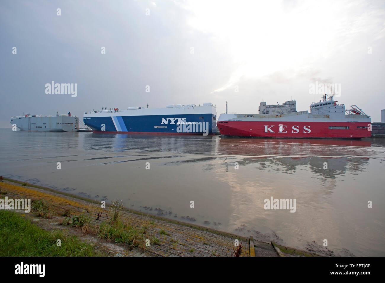 Tre vettori auto in porto, Germania, Bassa Sassonia, Frisia orientale, Emden Immagini Stock
