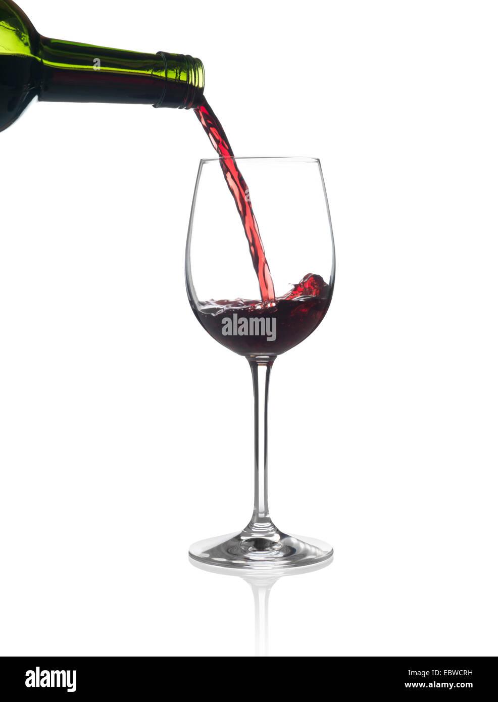 Rioja vino rosso che viene versato in un bicchiere Foto Stock