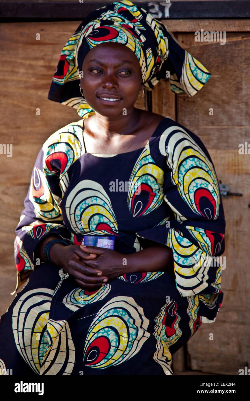Giovane donna in abiti tradizionali, Ruanda, Nyamirambo, Kigali Immagini Stock