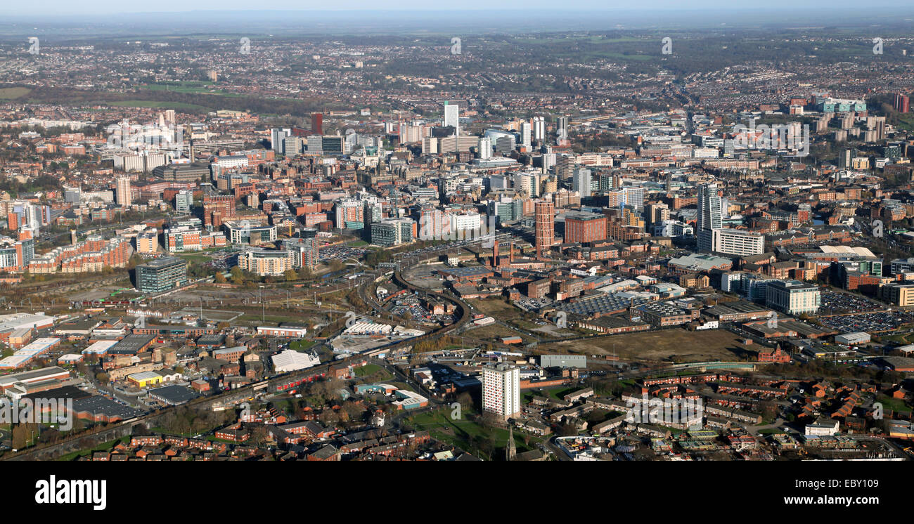 Antenna vista panoramica del Leeds City skyline nel West Yorkshire, Regno Unito Immagini Stock