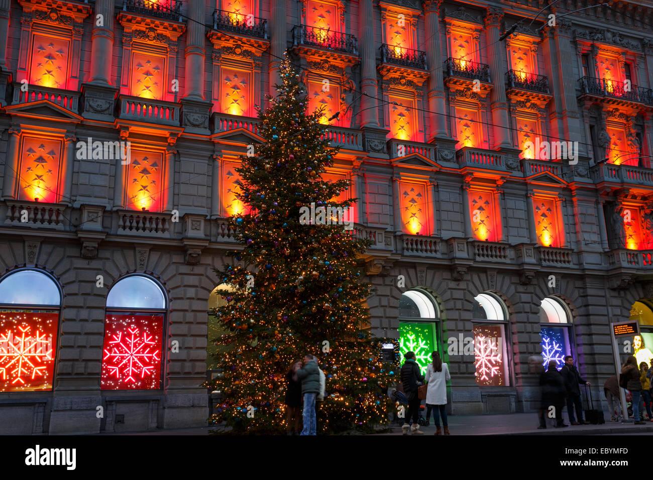 Addobbi Natalizi Zurigo.Decorazione Di Natale Del Credit Suisse La Costruzione Presso Il