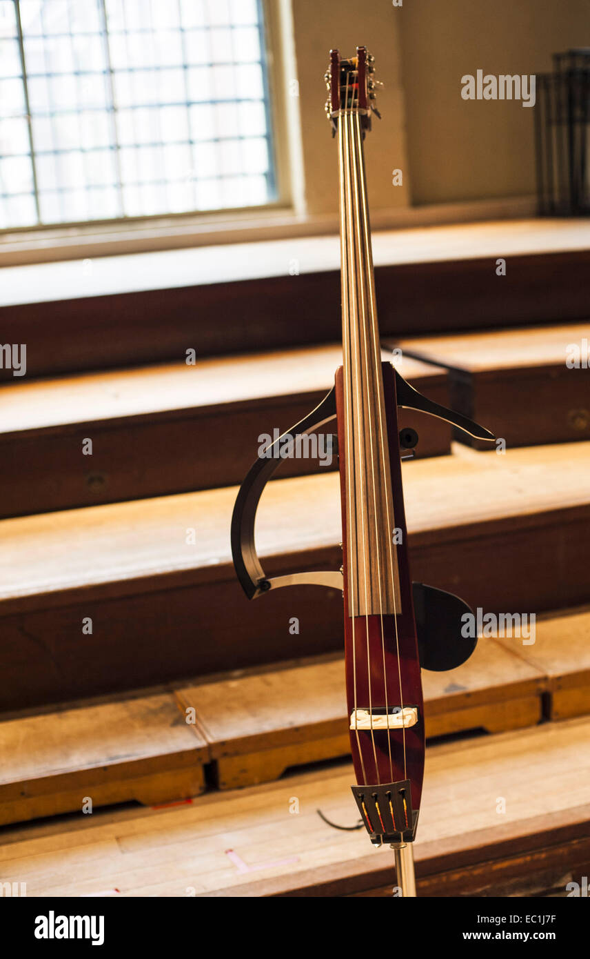 Silent electric contrabbasso, contrabbasso, 4-string, su supporto Immagini Stock