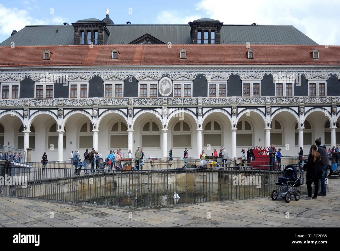 Corte stabile in palazzo residenziale di Dresda. Immagini Stock