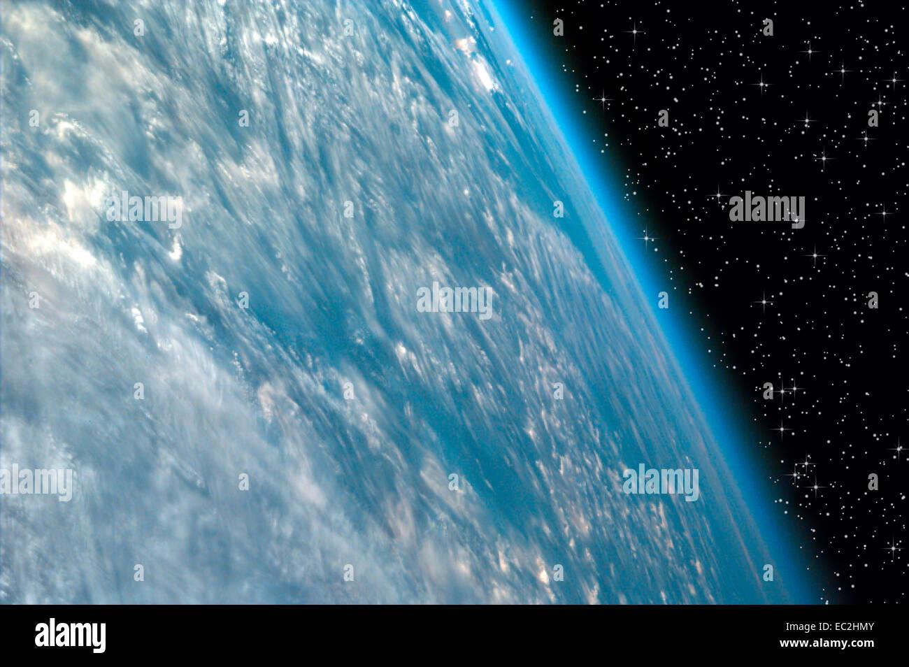 La Terra vista dalla Stazione Spaziale Internazionale sulla notte stellata Immagini Stock