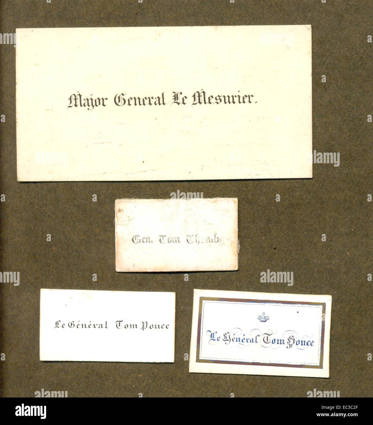 Diminutivo biglietti da visita per Generale Tom Thumb (Charles S Stratton) mostrato con convenzionalmente scheda di medie dimensioni. Foto Stock