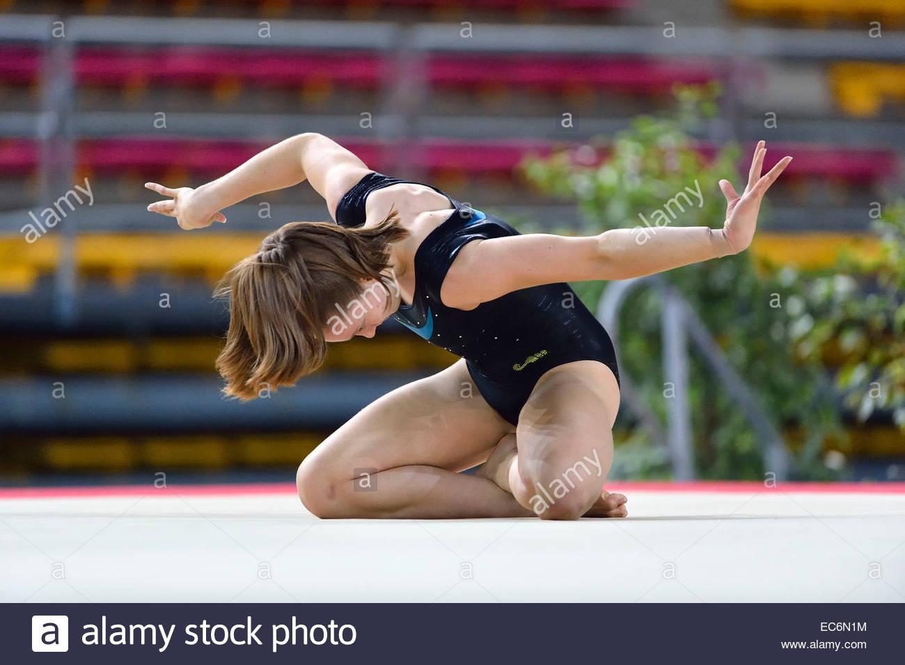 La ginnasta canadese Maude Lebeau in azione sul terreno durante la palestra Elite Massilia al Palais des Sports Foto Stock
