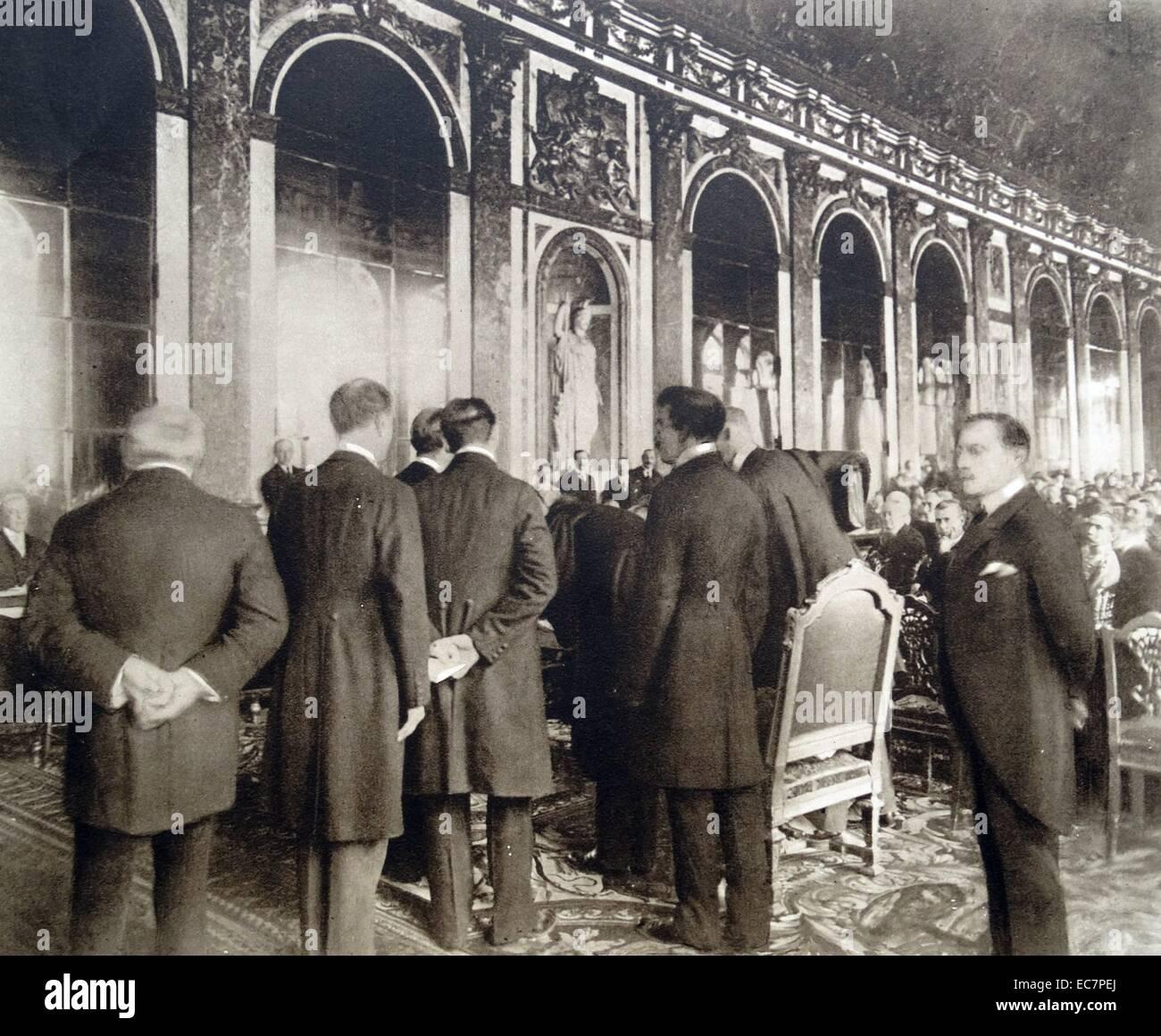 La delegazione tedesca firma il Trattato di Versailles 1919 Immagini Stock