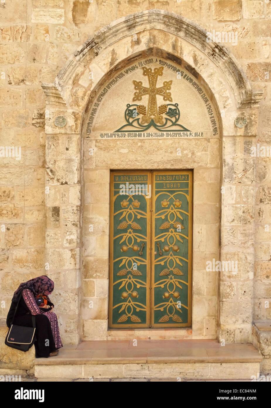 La Chiesa del Santo Sepolcro di Gerusalemme è identificato come il luogo sia della crocifissione e la tomba di Gesù Foto Stock