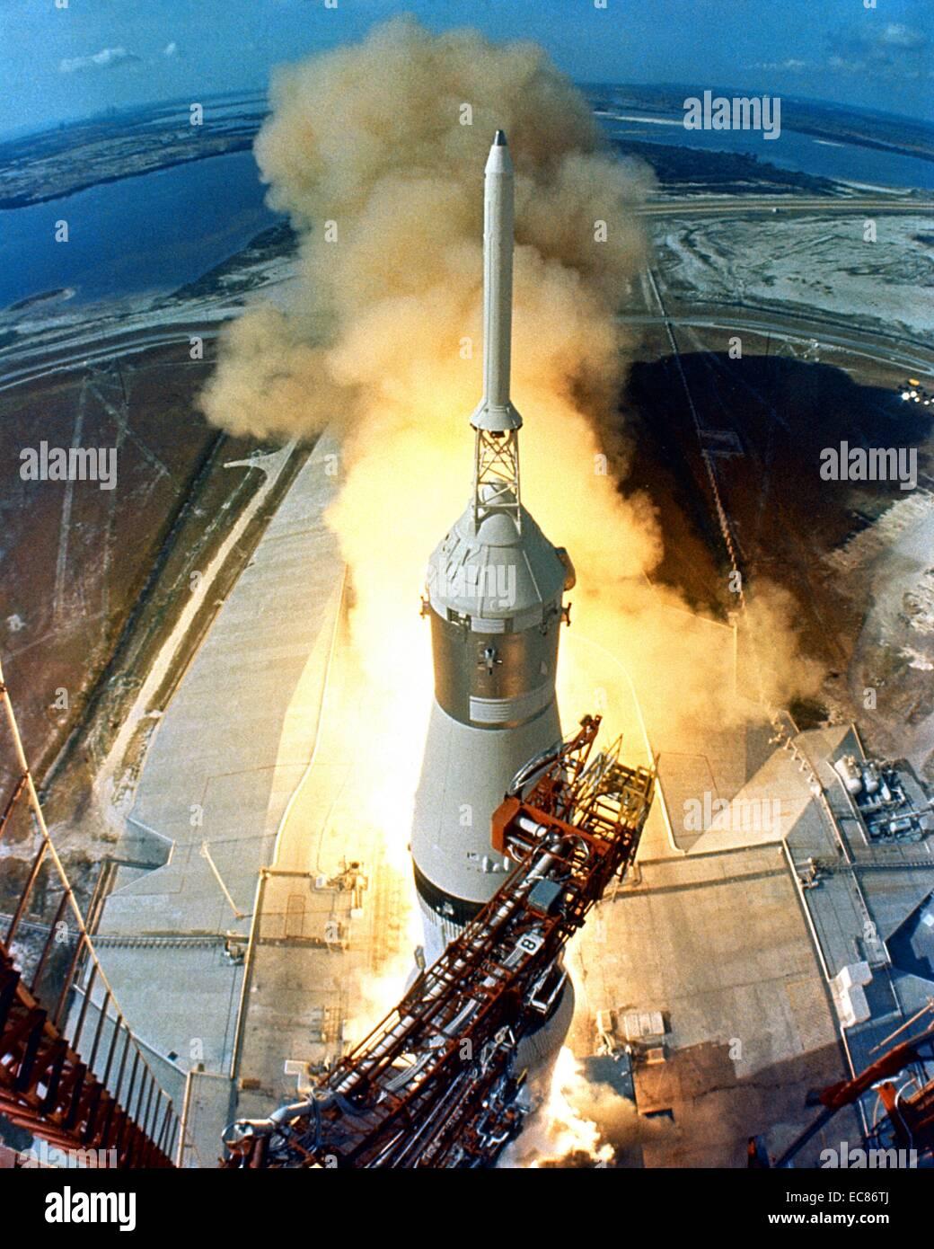 Fotografia dell'Apollo 11 volo spaziale lanciato da un Saturn V rocket dal Kennedy Space Center di Merritt Island, Florida. Datata 1969 Foto Stock