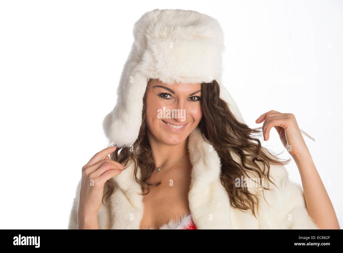 Che vogliono un bacio donna con mazzo di vischio indossando cappello di  pelliccia e cappotto di visone 203ade1b6bc9