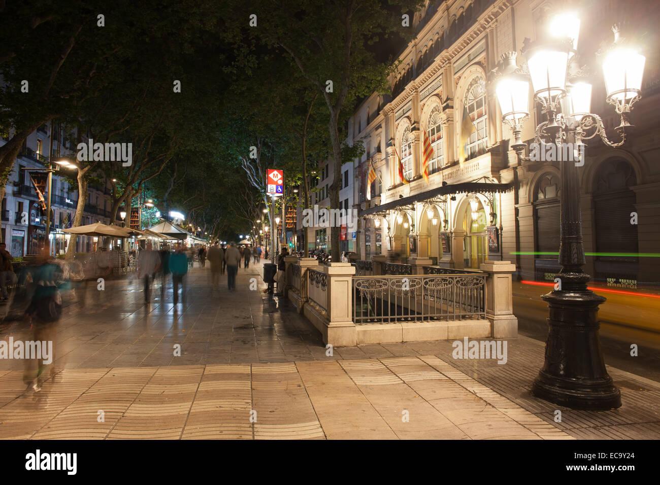 La Rambla di notte a Barcellona, in Catalogna, Spagna. Immagini Stock