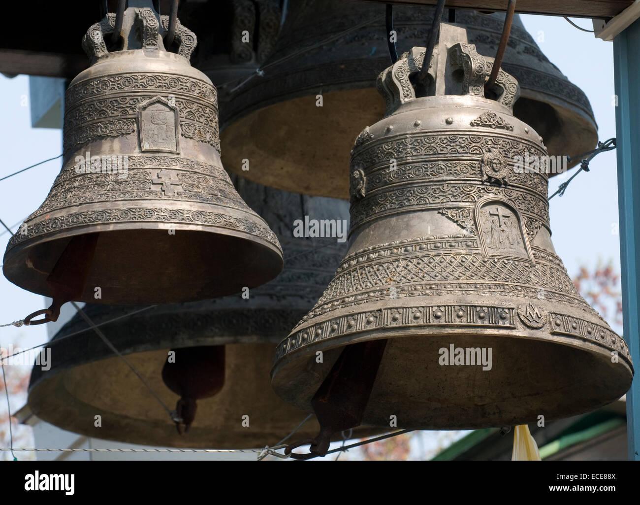 Queste sono le campane della chiesa ortodossa a torre (Cristianesimo ). Immagini Stock