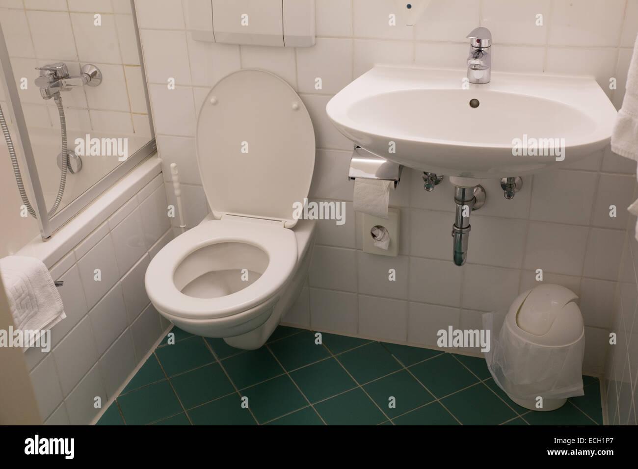 Bagno bagno wc lavandino piastrella bianca hotel foto immagine