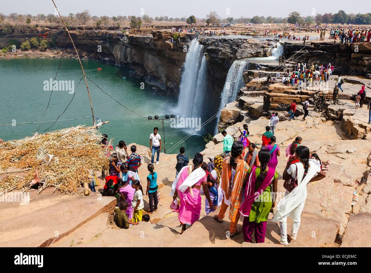 India, Chhattisgarh, Chitrakoot, la folla in font delle cascate Immagini Stock