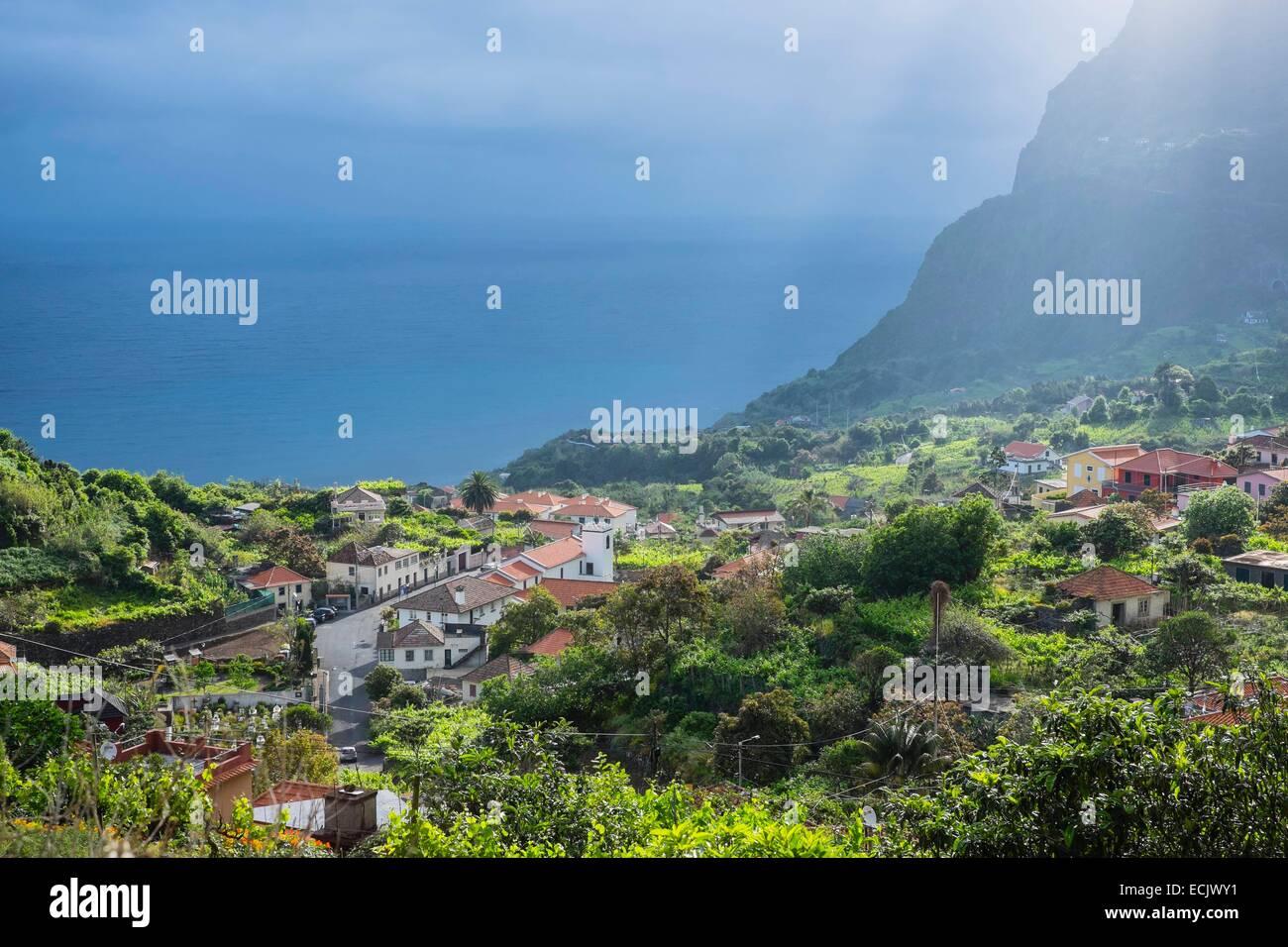 Il Portogallo, l'isola di Madeira, Arco de Sao Jorge sulla costa nord Immagini Stock