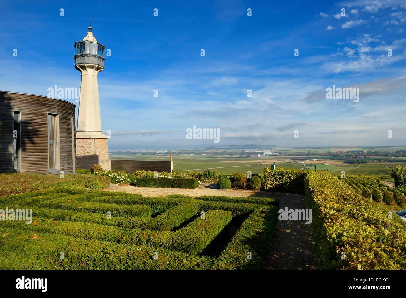 Francia, Marne, Parc naturel de la Montagne de Reims (parco naturale delle Montagne de Reims)s, Verzenay, Faro del Immagini Stock