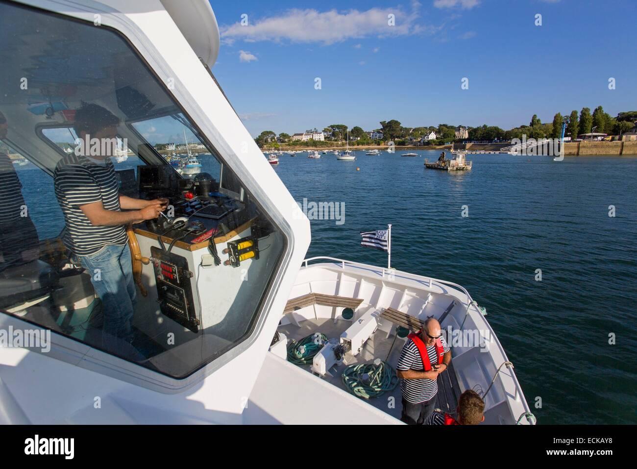 Francia, Morbihan, Arzon, Port Navalo arrivo di una nave da crociera visitando il Golfo di Morbihan isole Immagini Stock