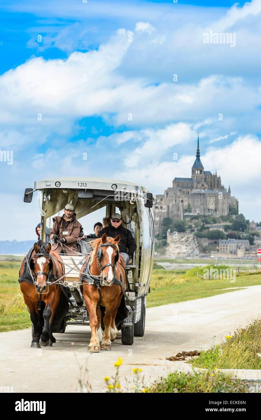 Francia, Manche, baia di Mont Saint Michel, classificato come patrimonio mondiale dall UNESCO, il trasporto mediante Immagini Stock