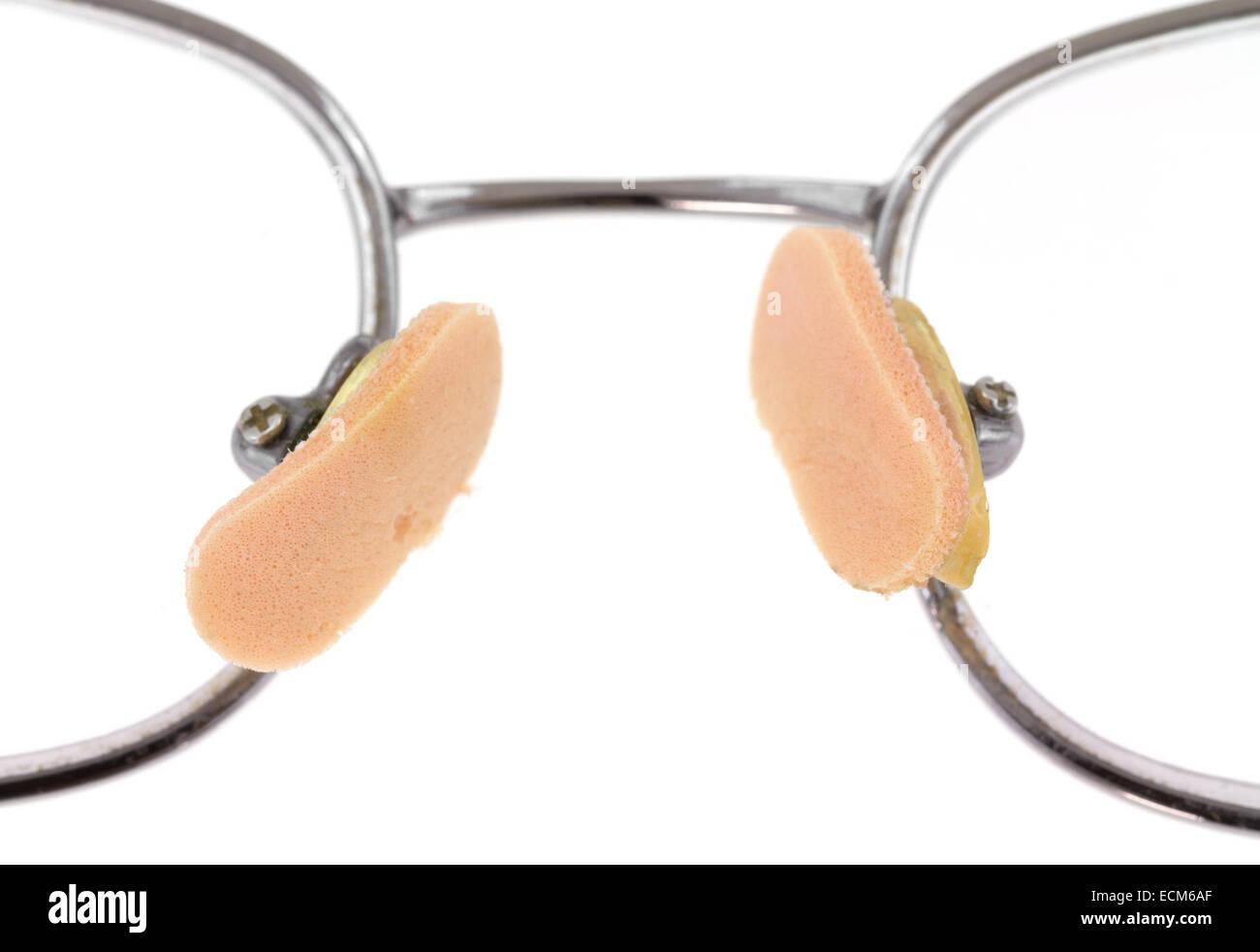 Molto vicino in vista di soft nose pads attaccato ad un occhiale. Immagini Stock