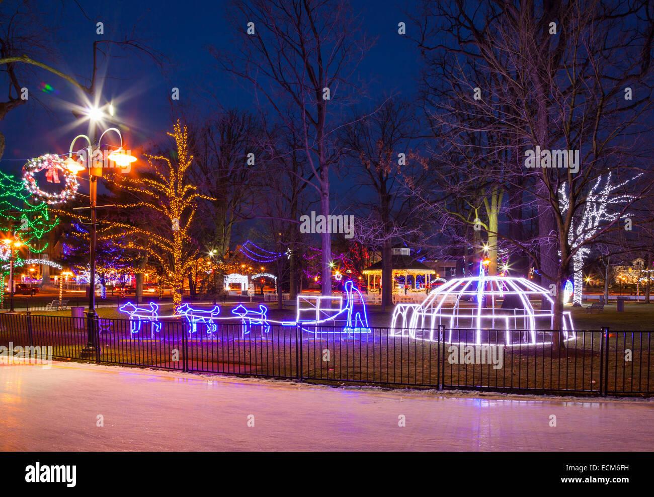Le decorazioni di Natale in dicembre a Gage Park. Downtown, Brampton, Ontario, Canada. Immagini Stock