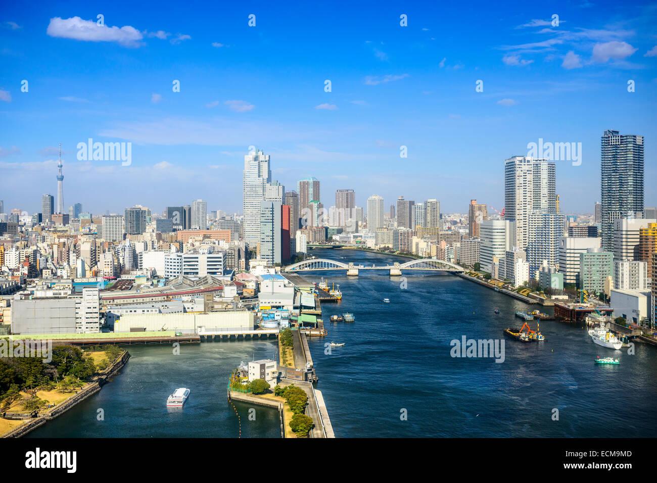 Tokyo, Giappone skyline della città sul fiume Sumida. Immagini Stock