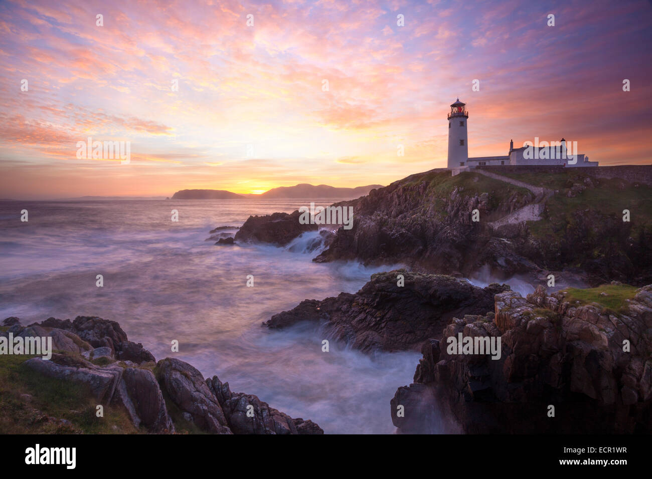 Tramonto su Fanad Head Lighthouse, Fanad Head, County Donegal, Irlanda. Immagini Stock