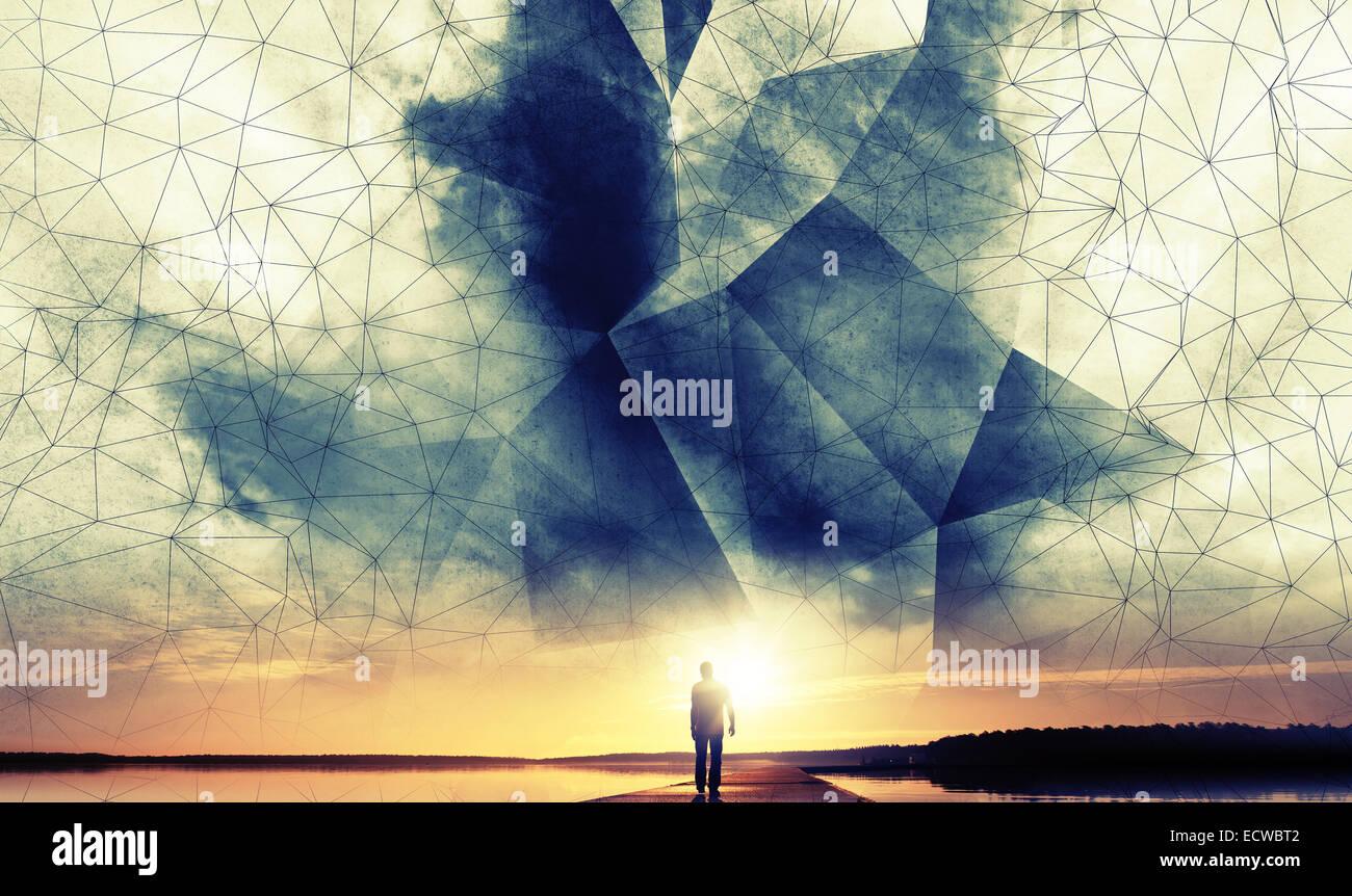 Un uomo cammina al sole sotto digital 3d filo poligonale-telaio struttura sky Immagini Stock