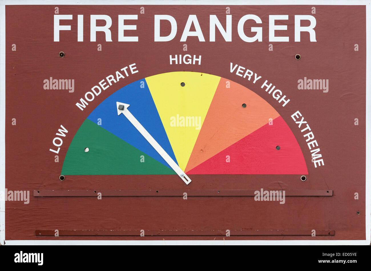Pericolo di incendio segno impostato su moderato o blu Immagini Stock