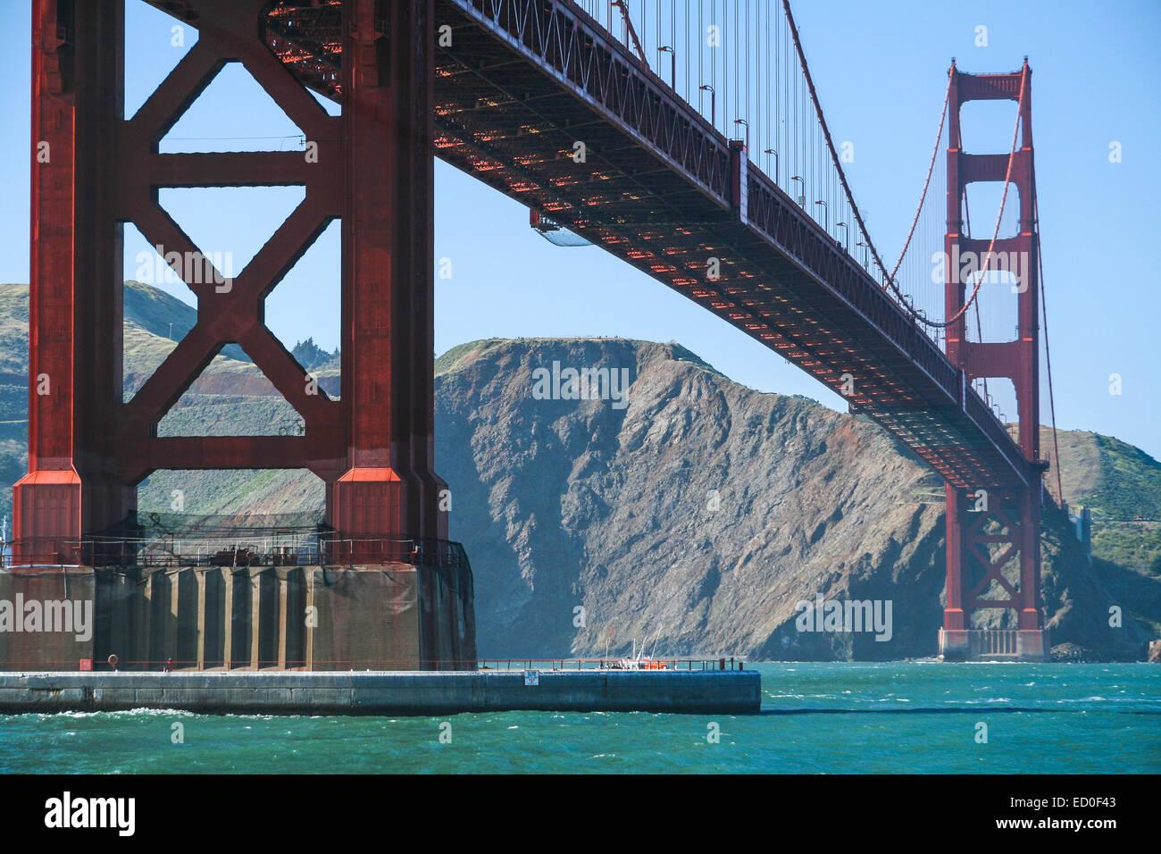 Stati Uniti, California, San Francisco, basso angolo vista del Golden Gate Bridge Immagini Stock