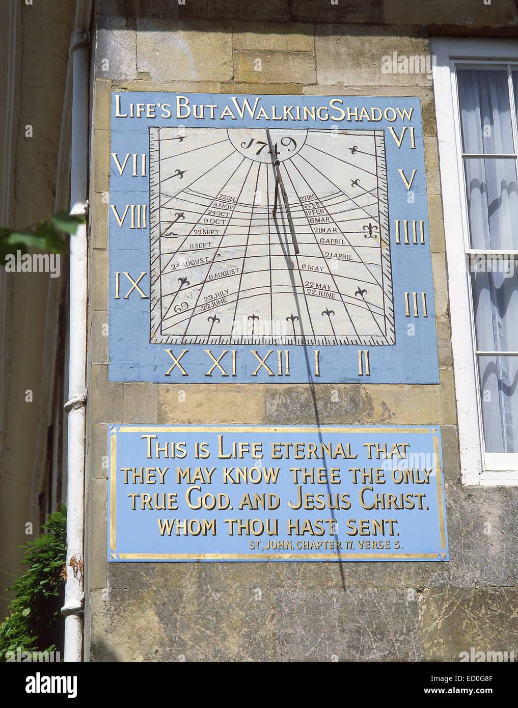 Xviii secolo declino verticale meridiana, Malmesbury House, Cattedrale vicino, Salisbury, Wiltshire, Inghilterra, Immagini Stock
