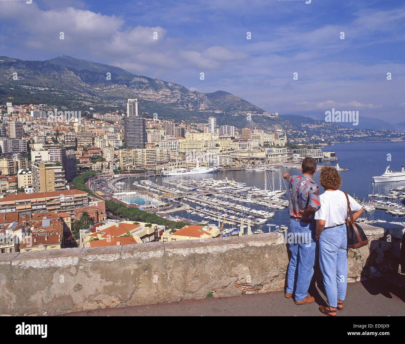 Vista del porto e Monte Carlo da La Colle lookout, Principato di Monaco Immagini Stock