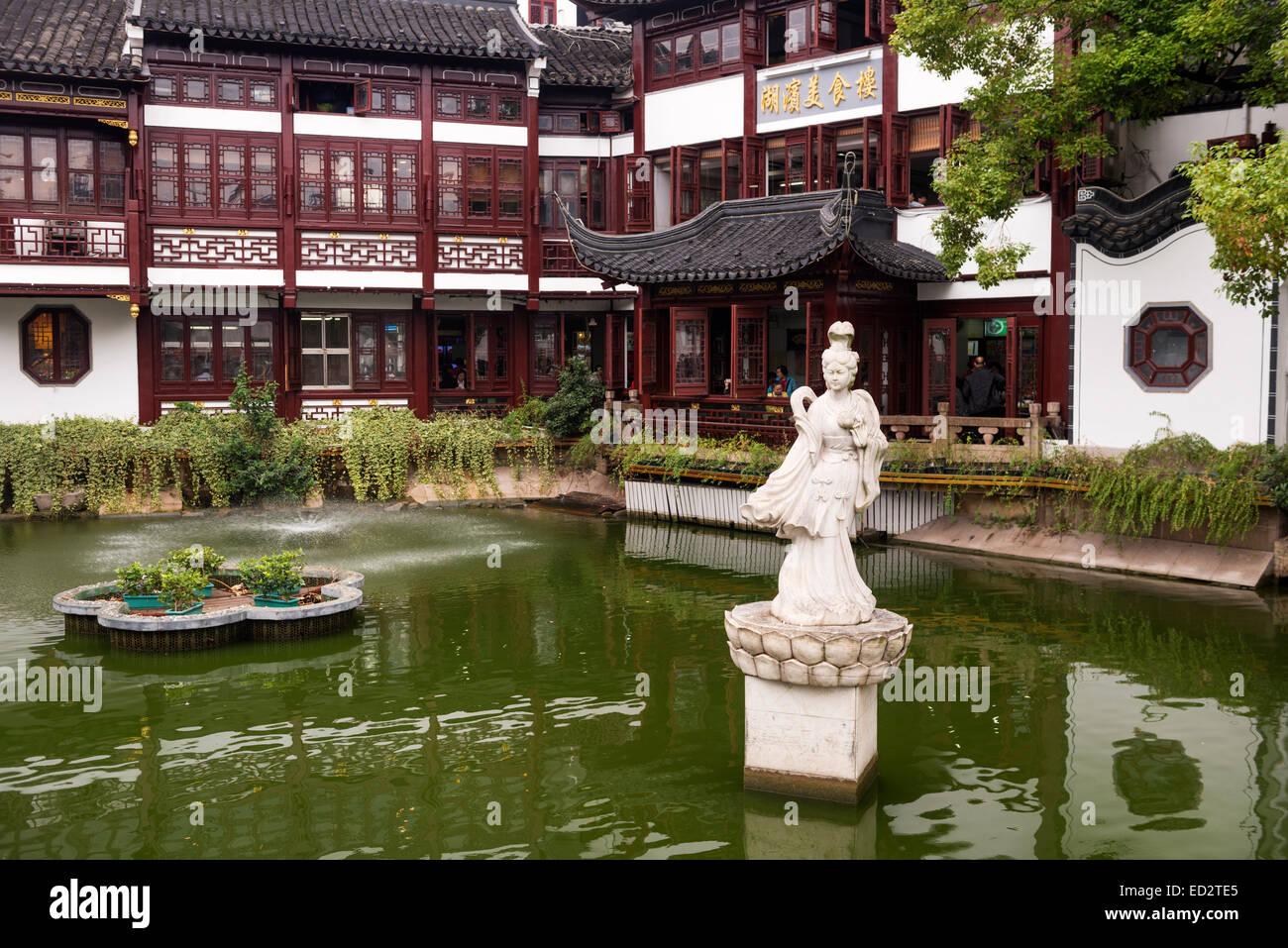 Architettura tradizionale presso la vecchia città di Shanghai, Cina Immagini Stock