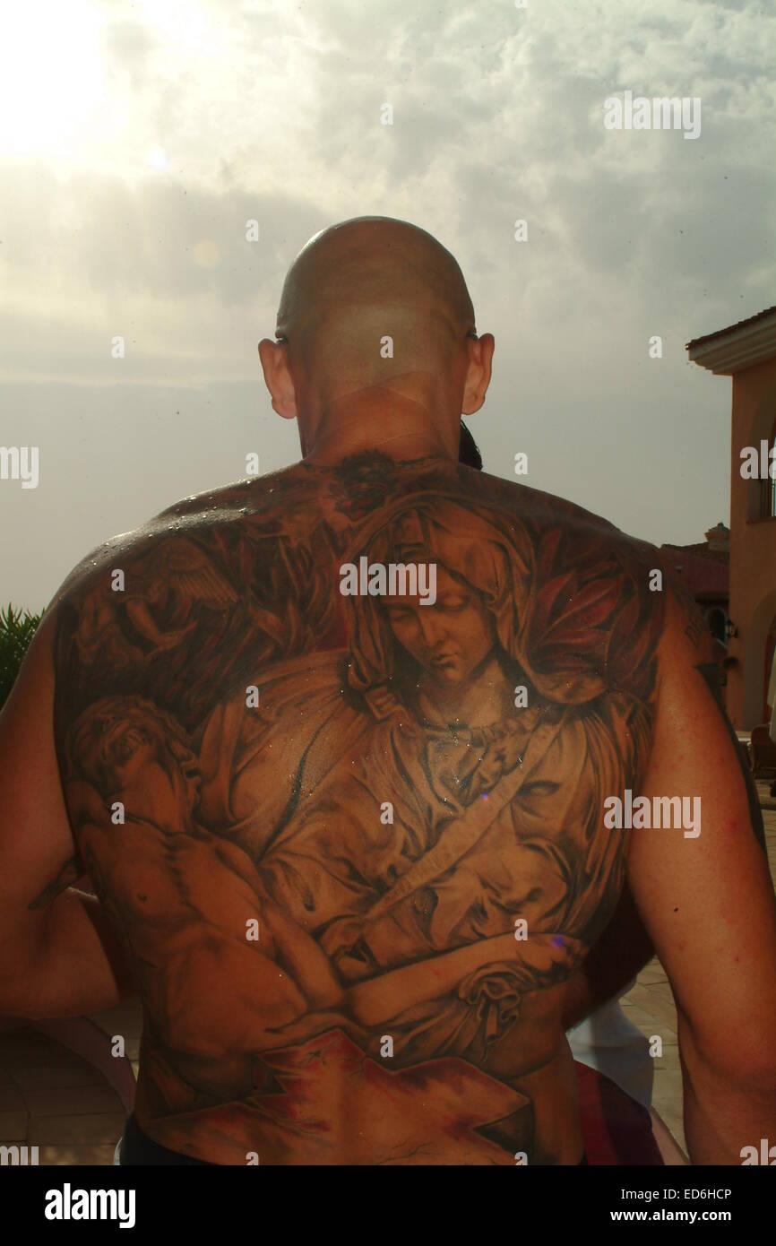 adolescenti nudi con tatuaggi