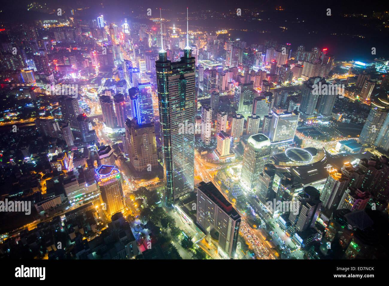 Shun Hing Square (noto anche come Diwang Dasha) è il secondo grattacielo più alto di Shenzhen, provincia Immagini Stock