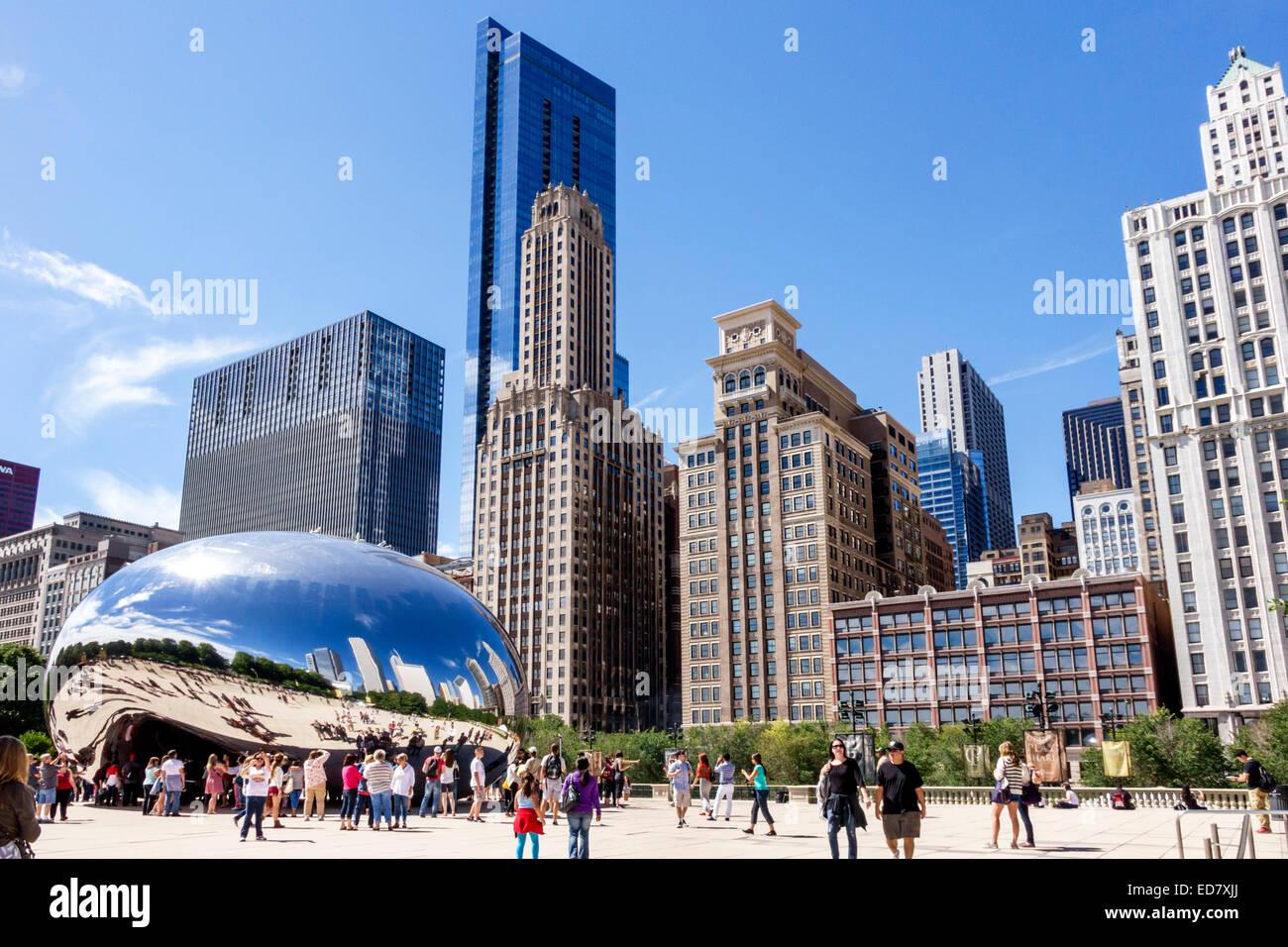 Chicago Illinois Loop Millennium Park Cloud Gate il fagiolo artista Anish Kapoor arte pubblica riflessione riflesso Immagini Stock