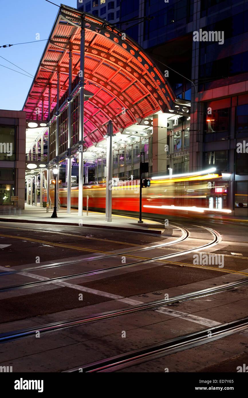 Carrello e le vie, American Plaza, Santa Fe centro di transito, San Diego, California USA Immagini Stock
