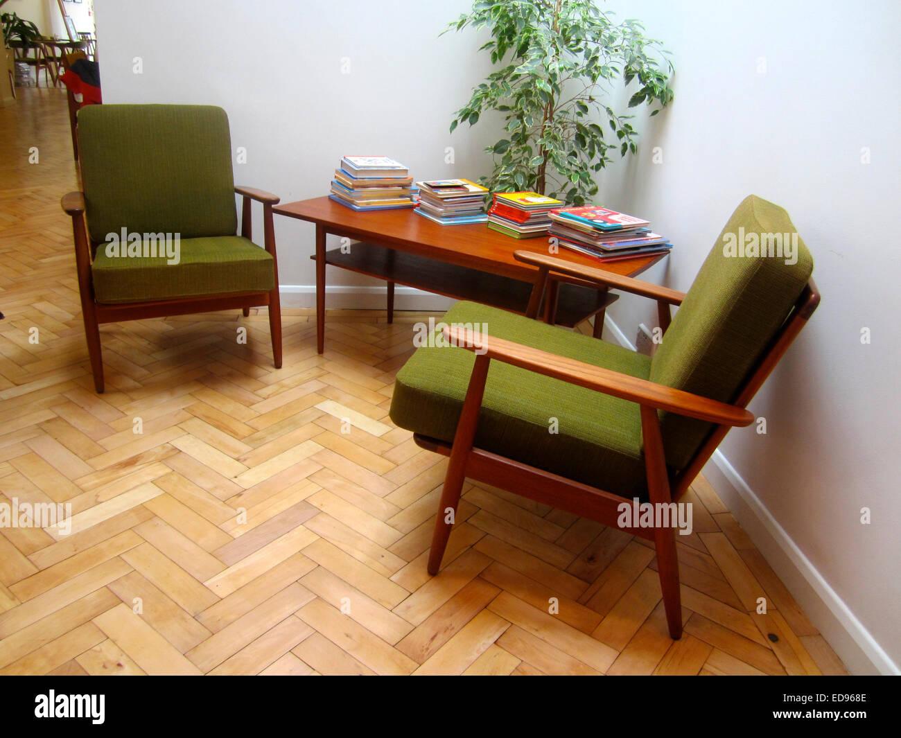 Interno del blend cafe haringey Londra con mobili danesi Immagini Stock