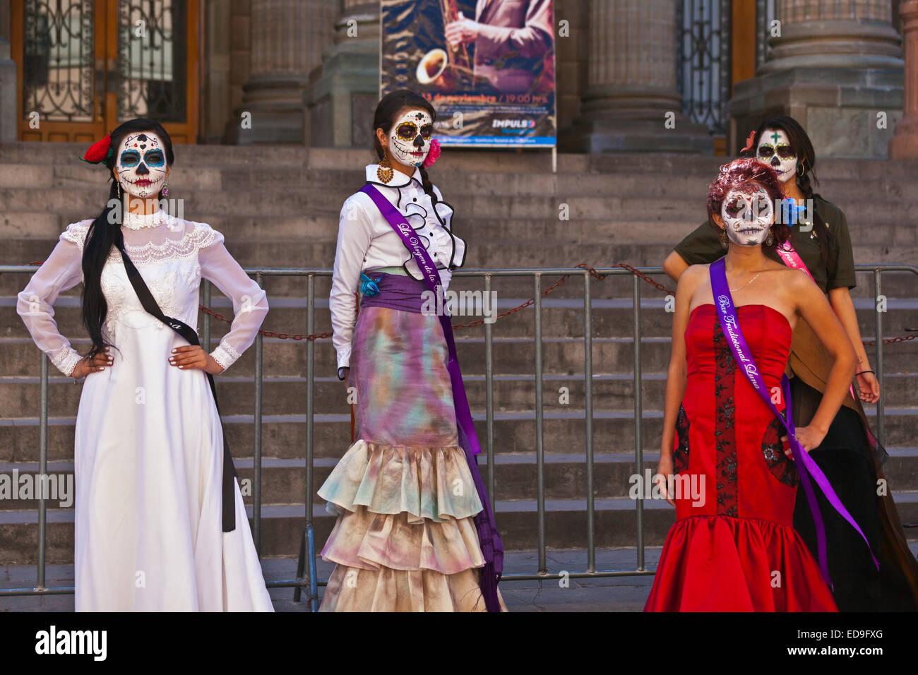 LA CALAVERA CATRINAS o eleganti teschi, sono le icone del giorno dei morti - Guanajuato, Messico Foto Stock