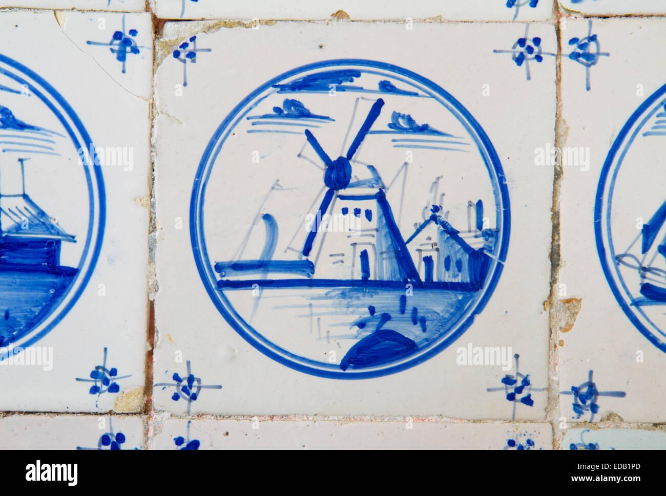 Pittura Su Piastrelle Cucina : La pittura di mulino a vento su un antico olandese piastrella sul