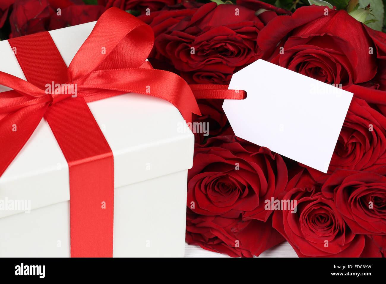 Confezione Regalo Con Tag Vuoto E Copyspace Per Regali Di Compleanno