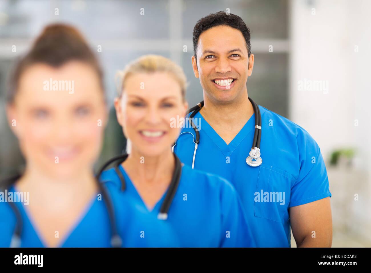 Gruppo dei moderni professionisti del settore medico in ospedale Immagini Stock