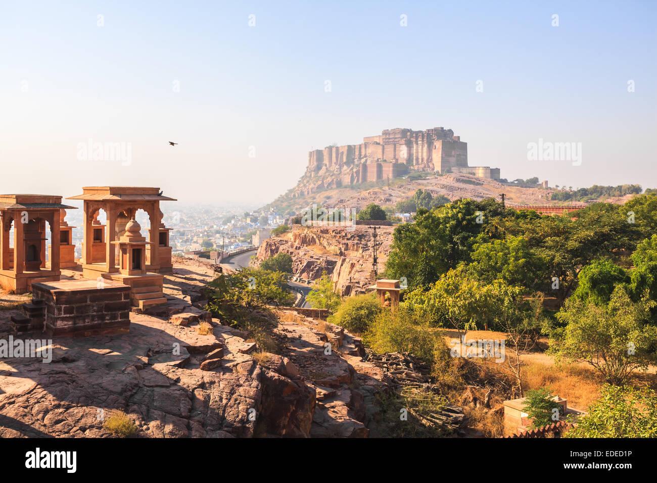 Vista del Forte Mehrangarh a Jodhpur nella nebbia Immagini Stock